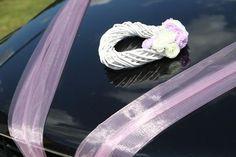 Proutěné srdce s květy na auto nevěsty,