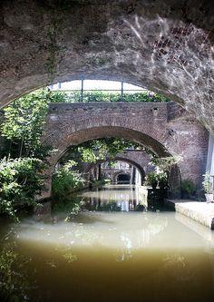 More Utrecht canals: Kromme Nieuwegracht, Utrecht, The Netherlands | met kano in een uur de Singel rond : geweldig!!!