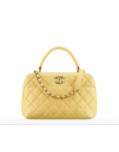 Handbags of the Fall-Winter Pre-collection CHANEL Fashion collection : Bowling Bag, lambskin & gold-tone metal, gray on the CHANEL official website. Burberry Handbags, Chanel Handbags, Best Handbags, Purses And Handbags, Chanel Purse, Chanel Bags, Chanel Chanel, Sacs Design, Fendi