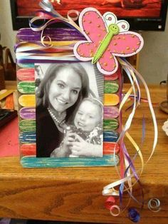 Easy Popsicle Craft Ideas For Your Kids This Christmas 19 Kids Crafts, Diy Home Crafts, Popsicle Stick Crafts, Craft Stick Crafts, Craft Ideas, Popsicle Sticks, Diy Wind Chimes, Fathers Day Crafts, Frame Crafts