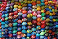 7736375-plusieurs-couleurs-vives-oeufs.jpg 1200×804 pixels