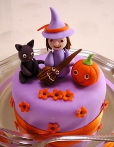 Halloween Cake for cute halloween party guests