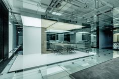 Glass office SOHO China / AIM Architecture