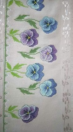 This Pin was discovered by Giu Cross Stitch Heart, Cross Stitch Borders, Cross Stitch Flowers, Cross Stitch Designs, Cross Stitching, Cross Stitch Embroidery, Embroidery Patterns, Hand Embroidery, Crochet Patterns