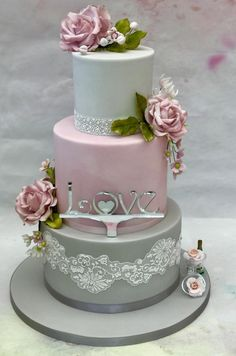 Engagement Cake by Lorraine Yarnold.  Would make a nice wedding cake,  too.