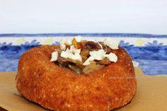 i sapori del mediterraneo: Pizza fritta napoletana con genovese di durelli di pollo e mozzarella di bufala campana dop