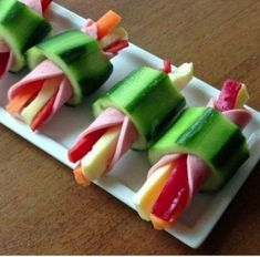 This quick and easy cheese and pepper stick rapped in ham inside hollow cucumber slice is the quick &; This quick and easy cheese and pepper stick rapped in ham inside hollow cucumber slice is the quick &; Snacks Für Party, Easy Snacks, Appetizers For Party, Appetizer Recipes, Healthy Snacks, Appetizer Ideas, Snacks Kids, Healthy Kids, Tapas