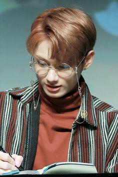 JunHui #Clap #seventeen #17 #handsome #cute #twitter #naver #wallpaper #sexy #fansign #glasses