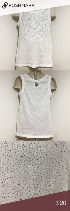 Pre💜GUC Justice Size 6 Silver Sequin White Top Girls pre💜GUC Size 6 White Silver Sequin Top with keyhole back please see the pic comes from a smoke & pet free home Justice Shirts & Tops Tank Tops