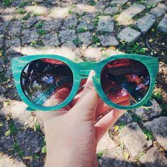 Green wooden sunglasses Evoke - Óculos de sol de madeira na cor verde da Evoke  #sunglasses #wood