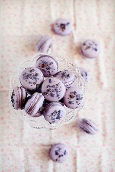 Edible flowers - Violet macarons https://www.flickr.com/photos/ada-fr/11409948315/
