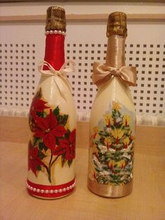 Navidad botellas Glass Bottle Crafts, Wine Bottle Art, Painted Wine Bottles, Diy Bottle, Glass Bottles, Christmas Decoupage, Christmas Crafts, Wine Bottle Centerpieces, Christmas Flower Arrangements