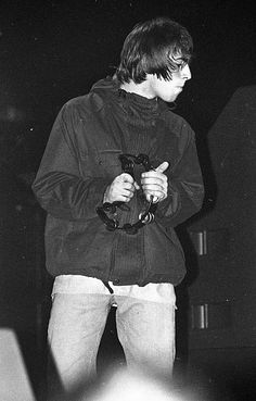 liam gallagher oasis love black and white british favorite fit music icon iconic Gene Gallagher, Lennon Gallagher, Liam Gallagher Oasis, Liam Oasis, Uk Music, Music Icon, Liam And Noel, Oasis Band, Declan Mckenna