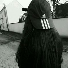 Street style: Adidas is the new black Bad Hair, Hair Day, Mode Style, Style Me, Mode Grunge, Tumblr Girls, Mode Inspiration, Ulzzang Girl, Belle Photo