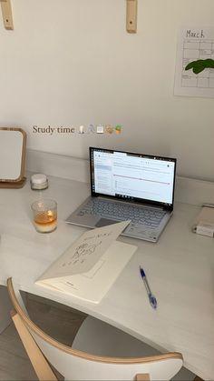 Study Space, Study Desk, Exam Study, Back To University, Study Hard, Studyblr, Instagram Story Ideas, Study Notes, Study Motivation