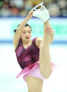 Figure Skating, Ice Skating, Golf Knickers, Gymnastics Poses, Ice Girls, Women Figure, Skater Girls, Chloe Grace Moretz, Winter Sports