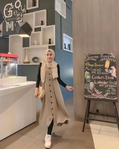 Derana set inner overall legging Modern Hijab Fashion, Street Hijab Fashion, Muslim Fashion, Fashion Outfits, Simple Hijab, Casual Hijab Outfit, Hijab Dress, Stylish Dresses For Girls, Outfit Look