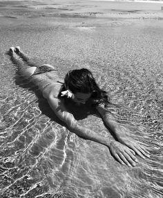 How to Take Good Beach Photos Beach Poses, Beach Shoot, Beach Girls, Beach Bum, Summer Beach, Summer Pictures, Beach Pictures, Summer Photography, Photography Poses