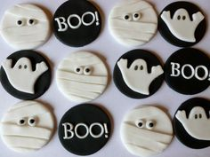 Edible Fondant Halloween Cupcake Toppers 4 of each design mummies, ghosts and BOO - Halloween cupcakes Halloween Desserts, Halloween Cupcakes, Halloween Fondant Cake, Bolo Halloween, Halloween Sugar Cookies, Halloween Biscuits, Halloween Menu, Halloween Oreos, Fondant Cupcake Toppers