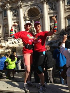 Ook in Rome wordt er getraind voor de Heldenrace. Juliette Kouters en Renee van Zandvoort showen de outfit van de Regenboogboom.