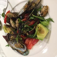 Um, for anyone interested in the baby mesclun and cress salad, I sautéed the monster mussels in some salted French butter, some crushed garlic and chopped parsley, lemon juice and zest and fresh black pepper. Deglazed pan with the last dredges of white wine-- had one more lonely very ripe beef tomato (and an avocado!) so they both went in too, to keep company- waste not! #mesclun #salad #dinner #mussels #avocado #cress #tomato #whitewine #gremolata #lemon #zest #dianthuscooks