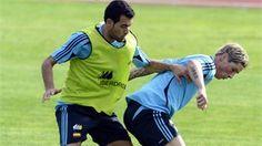 Spain's midfielder Sergio Busquets (L) and forward Fernando Torres (R)