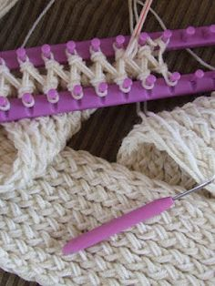 "Includes video instructions on how to knit a scarf on a loom / knifty knitter...I like the look of this ""braided"" stitch"