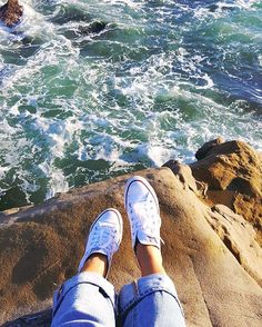 All I need in this life of sin is. a pair of white chucks and the ocean breeze. Pinterest Photography, Tumblr Photography, Photography Poses, Amazing Photography, White Chucks, Photos Originales, Vsco Pictures, Artsy Photos, Photos Tumblr