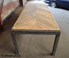 Visgraat tafel met stalen poten. #sloophout #industrieel #visgraat #staal #stoer
