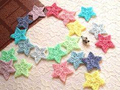 再26*ちょっぴりキラキラ☆手編みの星モチーフ☆10色20枚画像1 Crochet Accessories, The Creator, Crochet Earrings, Knitting, Pattern, Handmade, Showroom, Star, Appliques