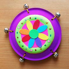 Create your own tambourine using a pair of paper plates and some jingle bells. Decorate it as you like! Fun Crafts For Kids, Toddler Crafts, Diy For Kids, Paper Plate Crafts, Paper Plates, Theme Nouvel An, Instrument Craft, Homemade Musical Instruments, Weaving For Kids