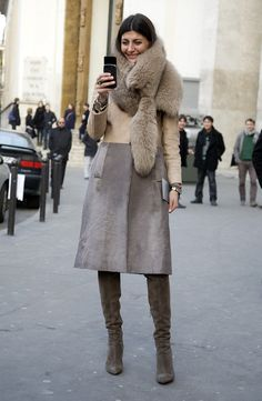 Giovanna Taking a Photo  via Street Peeper