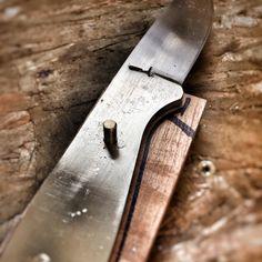 #pnw #northwesterner #islandlife #pacificnorthwest #giantishere #rootblade #rustic #cutlery #makersgonnamake #rusticcutlery #bladesmith #bladesmithing #bladesmiths #handmade #knife #knifecommunity #customknife #handmadeknives #knifemaking #knives #customknives #knifemaker #handsanding #knifehandle #pug