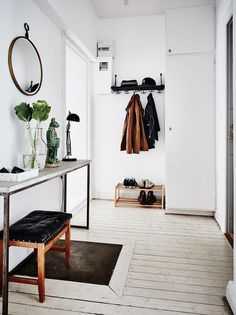 A Functional Entrance Needs A Place To Sit To Take Off Shoes, A Place To Put  Shoes, Coats, Mail And Keys But Also Decor To Be Welcoming.