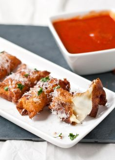 Crispy Wonton Mozzarella Sticks by neighborfoodblog #Appetizer #Mozzarella_Sticks #Wonton