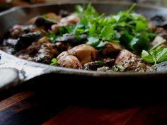 petite kitchen: chicken livers with mushroom garlic sauce