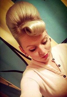 Short Shaved Hairstyles, Bun Hairstyles For Long Hair, Hairstyle Look, Retro Hairstyles, Beautiful Hairstyles, Hairdos, Updos, Shaved Hair Cuts, 60s Hair