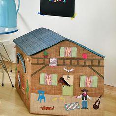 Montar um #quartodecriança é sempre divertido e a nossa dica de hoje é para os #meninos!!! Vamos oferecer #ideias e produtos para deixar o espaço do seu filhote ainda mais bacana. Para ver mais fotos deste #quartinho moderno produzido para o nosso NOVO ensaio acesse nosso Pinterest e inspire-se!!! Foto: @sidney.doll.3  Produção: @femmerick  Realização: @mixconteudo para Mimoo Toys'n Dolls Projeto: @uebaa_design  Roupa de cama e almofadas: @amomooui Brinquedos e acessórios: @mimootoysndolls…