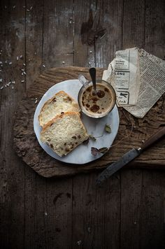 Sweet bread with raisins and honey Rustic Food Photography, Learn Photography, Food Pictures, Food Styling, Food Art, Food Inspiration, Love Food, Bakery, Food And Drink