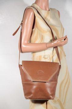 efab7168ef8b GUCCI Italian VINTAGE Tan Leather shoulder bag Bucket tote Flap Purse lb