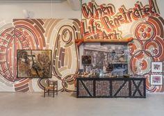 <i>Brutal Vitality</i>, installation bestående af egne værker, værker af Cobrakunstnere, fundne objekter og arkivmateriale. Cobra Museum, Amstelveen, Holland, 2015. Foto: Peter Tijhuis