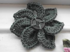 Crochet flower pattern.  Descarga gratuita Ravelry.