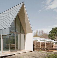 Mooi overstek over glazen pui - woonhuis - zinken dak