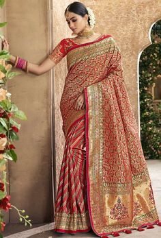 Shop red pure banarasi silk designer bridal saree , freeshipping all over the world , Item code Indian Bridal Outfits, Indian Bridal Fashion, Indian Dresses, Silk Saree Blouse Designs, Saree Blouse Patterns, Lehenga Designs, Saris, Indian Beauty Saree, Indian Sarees
