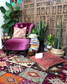 Its Tuesdayyyyyyy beautiful people! Hidden pockets & secret nooks... I got books ✔️ I got sage ✔️ I've got velvet ✔️ I've got dreamy kilim cushions ✔️ AND I've got the most gorgeous boujaad rug underfoot, meet the beautiful Goddess Rheia! (store link in bio! LOOK AT THOSE COLOURS! ✋ ) I have a dream in my heart & a song in my soul today my friends!