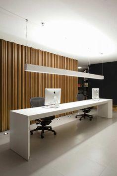 PC iluminación sobre el escritorio