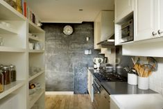 I really like the idea of having a blackboard in the kitchen...