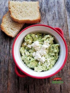 Pasta de avocado cu branza este un preparat usor ce se poate consuma la micul dejun sau la cina cu paine prajita. Guacamole, Avocado, Mexican, Cooking, Ethnic Recipes, Food, Salads, Kitchen, Lawyer