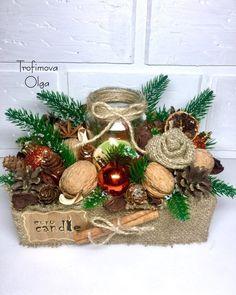 Christmas Advent Wreath, Christmas Baskets, Christmas Flowers, Christmas Mood, Christmas Signs, Holiday Wreaths, Rustic Christmas, Christmas Table Centerpieces, Christmas Arrangements