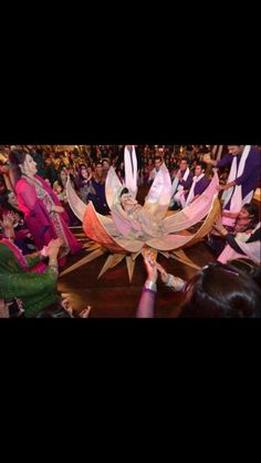 Beautiful dholi for the bride on the mehndi night